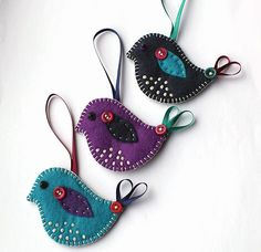 felt birds 39 Brilliant Ideas How To Use Felt Ornaments For Christmas Tree Decoration 08 Felt Christmas Decorations, Christmas Bird, Felt Christmas Ornaments, Christmas Sewing, Bird Decorations, Christmas Holidays, Bird Ornaments, Felt Ornaments Patterns, Beaded Ornaments