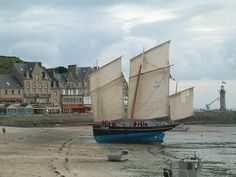 """Bisquine """"La Cancalaise"""" at low tide, Cancale"""