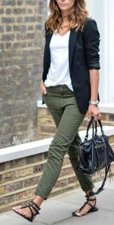 Make it more casual with white sneakers - Outfit Inspirationen - Winter Mode Casual Work Outfits, Work Attire, Mode Outfits, Work Casual, Fashion Outfits, Womens Fashion, Sporty Outfits, Women Fashion Casual, Dress Outfits
