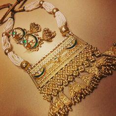 Twist on a traditional Aad - imitation jewellery, garnet jewelry, jewellery tops *ad Royal Jewelry, India Jewelry, Gold Jewelry, Jewelry Sets, Jewelery, Garnet Jewelry, Antique Jewelry, Rajputi Jewellery, Indian Wedding Jewelry