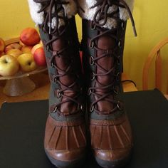 Beautiful green and brown uggs. OBO Rare uggs, green and brown UGG Shoes