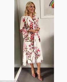 Our new style muse Holly Willoughby is a fan of Zara's sister brand, Massimo Dutti, and this new floral look has made us excited for spring. Holly Willoughby Style, Shorts Longs, Floral Midi Dress, Cute Skirts, Modest Fashion, Work Fashion, Women's Fashion, Fashion Trends, London Fashion