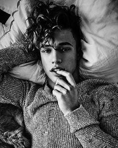 """915.9 mil Me gusta, 11.1 mil comentarios - Cameron Dallas (@camerondallas) en Instagram: """"Curly hairrr anyone ?"""""""