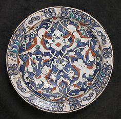 Dish with split-leaf palmette design | Iznik, Turkey, ca. 1625-1650 | Stonepaste; polychrome painted under transparent glaze | The Metropolitan Museum of Art, New York