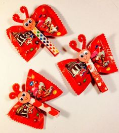m and m butterflies for valentines day party school How to Make Easy Valentines Party Food for Kids - Love Bug Treats Valentine Gifts For Kids, Valentines Day Treats, Valentine Day Crafts, Kids Valentines Party Food, Preschool Birthday Treats, Valentine Box, Valentine's Cards For Kids, Candy Crafts, Yarn Crafts