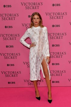 Pin for Later: Les Looks Du Tapis Rouge Pourraient Rivaliser Avec Le Défilé Victoria's Secret Millie Mackintosh