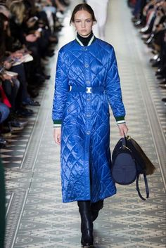 Женское стеганое пальто на синтепоне (97 фото): с капюшоном, из Италии, финские