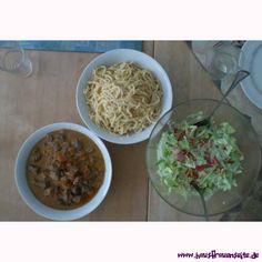 Möhrengulasch halb und halb mit diesem Rezept kann man Möhrengulasch halb und halb selber machen glutenfrei Carrots, Gluten Free, Meat, Goulash Recipes, Food Portions, Diy, Kochen