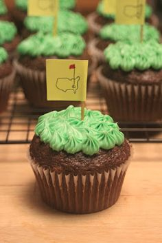 golf cupcakes for the masters! I need to make these for Nathan this weekend Golf Cupcakes, Cupcake Cakes, Party Cupcakes, Golf Invitation, Golf Tips Driving, Masters Golf, Cake Pop Sticks, Cake Shapes, Golf Party