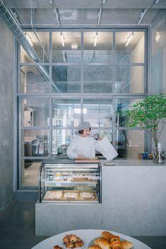fathom designs japanese bakery ripi as a continuous space of concrete + glass Bakery Interior, Cafe Interior Design, Bakery Shop Design, Store Design, Sendai, Japanese Bakery, Small Bakery, Small Cafe Design, Small Restaurant Design