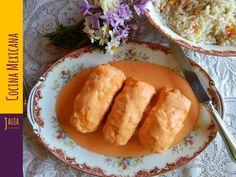 Pechugas de Pollo Rellenas. Pechugas de Pollo jugosas y suavecitas rellenas de queso, ciruela pasa, chipotle y almendras, bañadas en una salsa cremosa de chile morrón. Muy fáciles de preparar, y una receta favorita de la familia de Jauja Cocina Mexicana. Ingredientes, técnicas paso-a-paso y tips para cocinar unas Pechugas de Pollo Rellenas al horno a la perfección. Una delicia para comidas y cenas, y todo un éxito en fiestas y celebraciones familiares. Buen provecho.