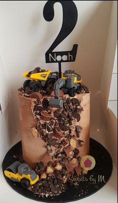 Digger Birthday Cake, Digger Birthday Parties, Digger Cake, Digger Party, 1st Bday Cake, Truck Birthday Cakes, Boys 1st Birthday Cake, Truck Cakes, Birthday Ideas