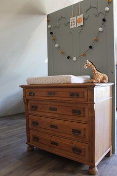 Verkrijgbaar byRoyalz Dresser, Table, Furniture, Home Decor, Powder Room, Decoration Home, Room Decor, Stained Dresser, Tables