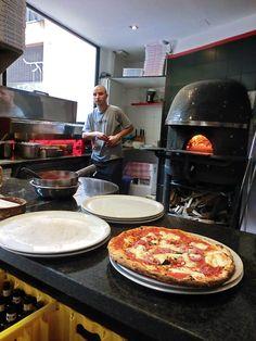 Barcelonas godaste pizzor finns på N.A.P. Griddle Pan, Barcelona, Pizza, Grill Pan, Barcelona Spain