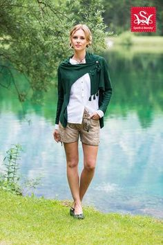 Oh so wow. Lederhosen with white shirt and cape. Never seen Lederhosen so elegant. Oktoberfest Outfit, Spieth Und Wensky, Dress Skirt, Dress Up, Dress Outfits, Cute Outfits, German Fashion, Lederhosen, Classic Style Women