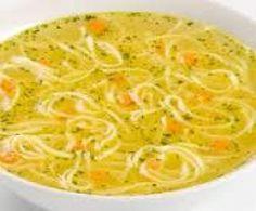 bouillon de poule Bouillon de poulet aux vermicelles 1 gousse ail 1 oignon 1 échalote 2 carottes 1 blanc de poireau 400 g blanc de poulet coupé en morceaux 50 g vermicelles 30 g huile d'olive 1 litre eau sel poivre
