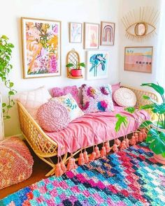 Boho Style Ideas for Interior Designs and Decor - Wohnung/Zimmer - Home Colourful Living Room, Boho Living Room, Bright Living Room Decor, Bright Decor, Bright Rooms, Cozy Living, Bohemian Interior, Bohemian Decor, Home Design
