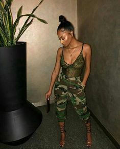 Camouflage pants and a nice bodysuit Dope Outfits, Stylish Outfits, Girl Outfits, Summer Outfits, Fashion Outfits, Casual Going Out Outfits, Summer Ootd, Summer Swag, Formal Outfits For Women
