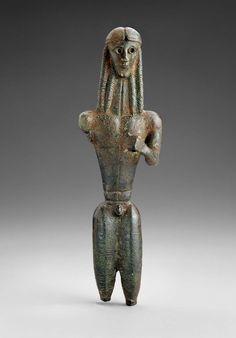 Apollo di Mantiklos -autore sconosciuto - VII sec. a.C.  -statuetta votiva di bronzo  -dal sito di Tebe, Grecia  -conservatao nel Museum of Fine Arts, Boston.  immagine da Museum of Fine Arts di Boston