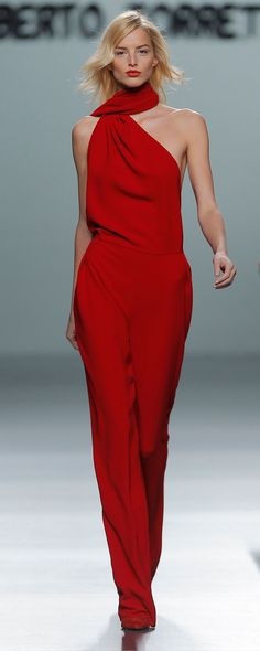 Vector red Fall/Winter collection by Roberto Torretta at Madrid Fashion Week Red Fashion, Fashion Week, Runway Fashion, High Fashion, Womens Fashion, Online Fashion Magazines, Red Jumpsuit, Jumpsuit Style, Glamour