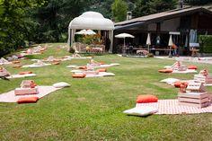 Un matrimonio picnic arancione e blu: Laura e Cristiano