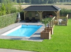 Mooi tuin huis Small Swimming Pools, Small Pools, Swimming Pools Backyard, Swimming Pool Designs, Backyard Pool Landscaping, Small Backyard Pools, Backyard Patio Designs, Pool House Designs, Outdoor Kitchen Patio
