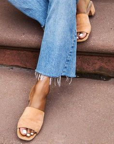Raw hemmed jeans and slip on sandals