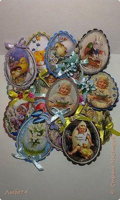 Магниты на холодильник к Пасхе | Страна Мастеров Easter Art, Easter Crafts, Easter Eggs, Crafty Craft, Decoupage, Decorative Plates, Mixed Media, Arts And Crafts, Bunny