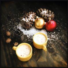 Apesar dos mais de 30 graus ontem nevou aqui em casa! E pra comemorar teve eggnog  #malasepanelas #natal #eggnog #neve #fotodecomida #foodporn #instagood #instafood