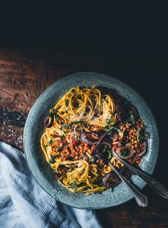 Linssiragu (V) eli maailman paras spagetti bolognese Lentil ragout (V), the world's best spaghetti bolognese – down to the last crumb Yummy Pasta Recipes, Veggie Recipes, Vegetarian Recipes, Yummy Food, Healthy Recipes, Lentil Ragu, Oreo Torte, Best Spaghetti, Salty Foods