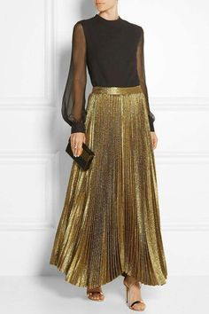 30 nice and festive holiday outfits - Street Style Gold Skirt Outfit, Goth Outfit, Pleated Skirt Outfit, Skirt Outfits, Gold Pleated Skirt, Metallic Skirt, Pleated Skirts, Trendy Dresses, Elegant Dresses