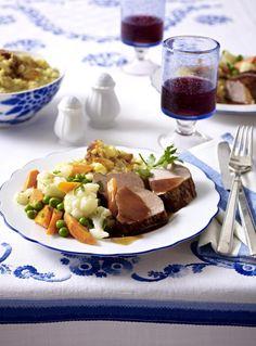 Unser beliebtes Rezept für Mariniertes Schweinefilet mit Gartengemüse und Mandel-Kartoffelpüree und mehr als 55.000 weitere kostenlose Rezepte auf LECKER.de.