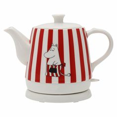 Charming ceramic Moominmamma kettle heats quickly one litre of water. The kettle is safe to use because it automatically shuts off when water boils. The kettle Moomin Books, Moomin Shop, Moomin Valley, Tove Jansson, Viria, Marimekko, Home Decor Inspiration, Kitchen And Bath, Kettle