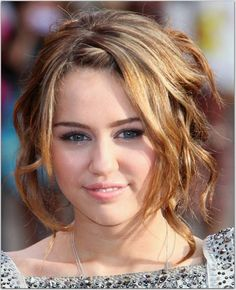 cute short curly hairstyle The Reason to Choose Short Curly Hair