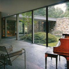 Breuer Hooper House Courtyard view from Living Room is part of Atrium house - Maison Atrium, Architecture Résidentielle, Casa Patio, Courtyard House, Mid Century House, Mid-century Modern, Modern Glass, Beautiful Homes, Marcel Breuer