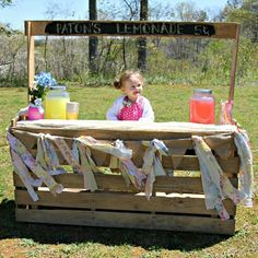 Daddy made her this lemonade stand