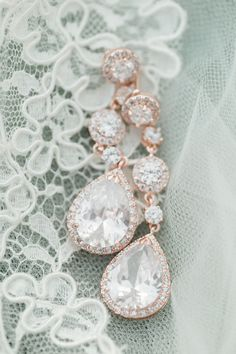 Rose gold dangly earrings: http://www.stylemepretty.com/vault/gallery/37896 | Photography: Breanna McKendrick - http://breannamckendrick.com/