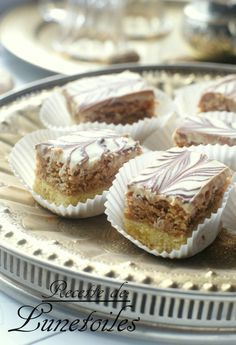 This Pin was discovered by Mou Mini Desserts, Cookie Desserts, Delicious Desserts, Cupcake Recipes, Cookie Recipes, Dessert Recipes, Arabic Sweets, Arabic Food, Morrocan Food