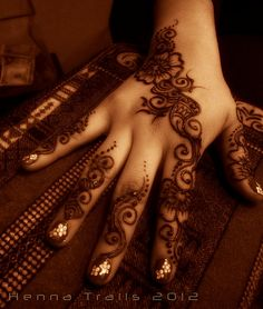 henna floral in the market, downtown Chico, California.