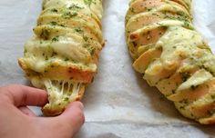 Le Garlic Bread aux Etats Unis comme dans tous les pays anglo-saxons, c'est un peu notre Préfou français, si vous connaissez. Il s'agit d'une spécialité vendéenne composée principalement de pain de beurre et d'ail. Un pur délice pour l'apéritif. Bon il...