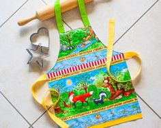 Kids & Toddlers Apron Woodland Animals, child kitchen baking play apron, girls and boys lined cotton apron, fox bear squirrel chipmunk theme