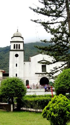 reciclandoenelatico.com La Puerta de Los Andes (por la Zona de Valera). Fundada en 1.620 con el nombre de San Pedro de Momboy, goza de una deliciosa temperatura. Venezuela