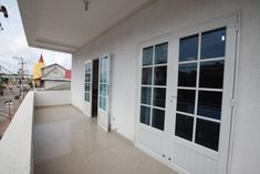 Apartamentos Vonblon is a self-catering accommodation located in San Andrés. The property is 500 metres from San Andres Bay and North End. Extra Bed, Oven Cleaning, Comfy Bed, Kitchenette, Smoking Room, Double Beds, Dining Area, Terrace, Family Room
