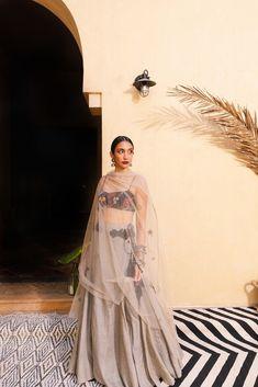 Source by nidhinehuljain Indian Wedding Outfits, Bridal Outfits, Indian Outfits, Wedding Dresses, Designer Party Wear Dresses, Indian Designer Outfits, Indian Attire, Indian Ethnic Wear, Dress Indian Style