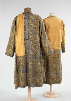 Ensemble (rear side) Jenny of Boston Date: ca. 1923 Culture: American Medium: wool, silk Dimensions: Length at CB (b): 28 in. (71.1 cm) Length at CB (c): 47 in. (119.4 cm) Credit Line: Brooklyn Museum Costume Collection at The Metropolitan Museum of Art, Gift of the Brooklyn Museum, 2009; Gift of Mrs. Frederic B. Pratt, 1932 Accession Number: 2009.300.81a–c