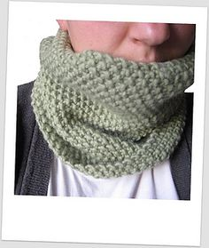 Very warm, very simple! Free Ravelry pattern.