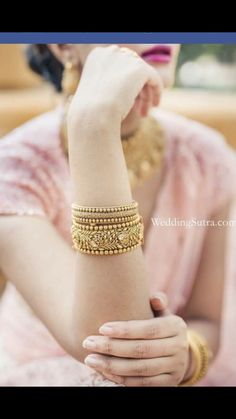 How Sell Gold Jewelry Indian Jewelry Sets, Indian Wedding Jewelry, Indian Accessories, Gold Bangles Design, Gold Jewellery Design, Jewellery Box, Bridal Bangles, Bridal Jewelry, Hand Jewelry
