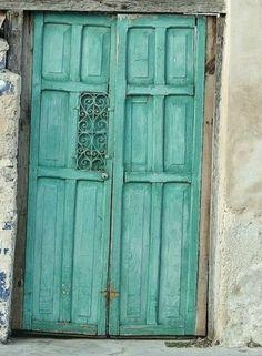 Aqua doors. #tiffany_blue