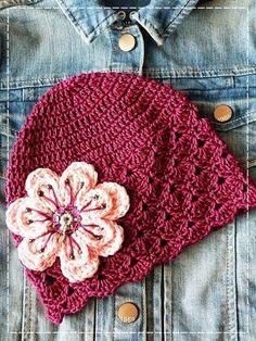 """Milé """"háčkařky""""! Slíbila jsem vám, že budu vkládat návody na mé čepičky, které se vám líbí a tentokrát vám přináším návod na čepičku s vějí... Crochet Cap, Crochet Girls, Newborn Crochet, Crochet Baby Hats, Knitted Hats, Chemo Caps Pattern, Cloche Hat, Kids Hats, Art Plastique"""