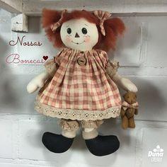 """Boa tarde artistas! Essa delicadeza de boneca se chama """"Naná"""" criação da professora Drica!  Vamos apresentando todas as bonecas lançadas e ainda não lançadas para que vocês conheçam uma a uma... #DunaAtelier #Criatividade #FaçaVocêMesmo #Decoração #Boneca #Costura #Sewing #Quilting #PatchWork #Tecido #Fabric #EuAmoPatchWork #Quilt #EuAmoArtesanato #FeitoaMão #Artesanato #DIY #Doll #ByDrica #Dolls #Curso #vemaí #Bonequeira #Cursodebonecas #Acredite"""